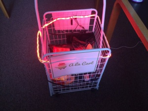 A La Cart smart shopping cart in action.